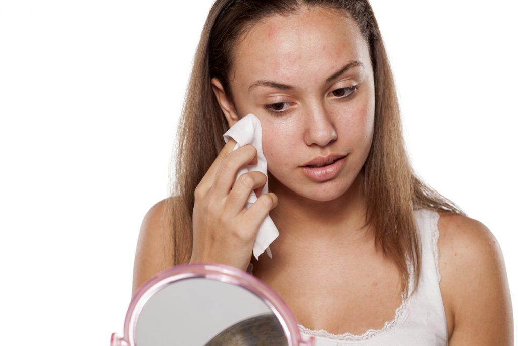 Como combater a oleosidade do rosto durante o verão