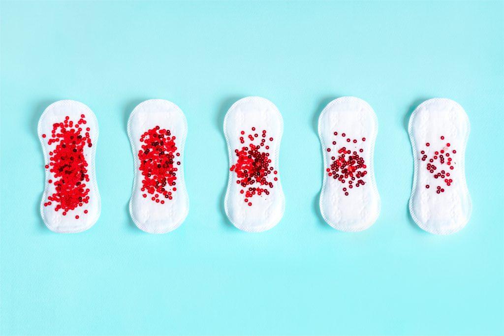 o que quer dizer a cor da menstruação?